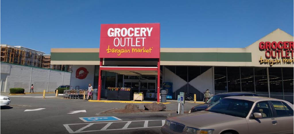 Outside Grocery Outlet in Burien, Washington - Grocery Outlet near me - Grocery Outlet coupons near me