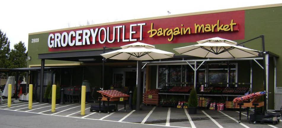 Outside Grocery Outlet in Renton, Washington - Grocery Outlet near me - Grocery Outlet coupons near me