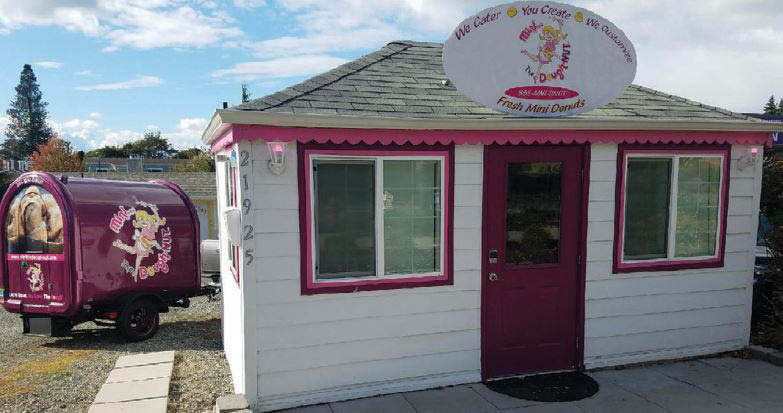 Outside Mini the Dough-Nut in Des Moines, WA - fresh and doughnuts - donuts hot and fresh