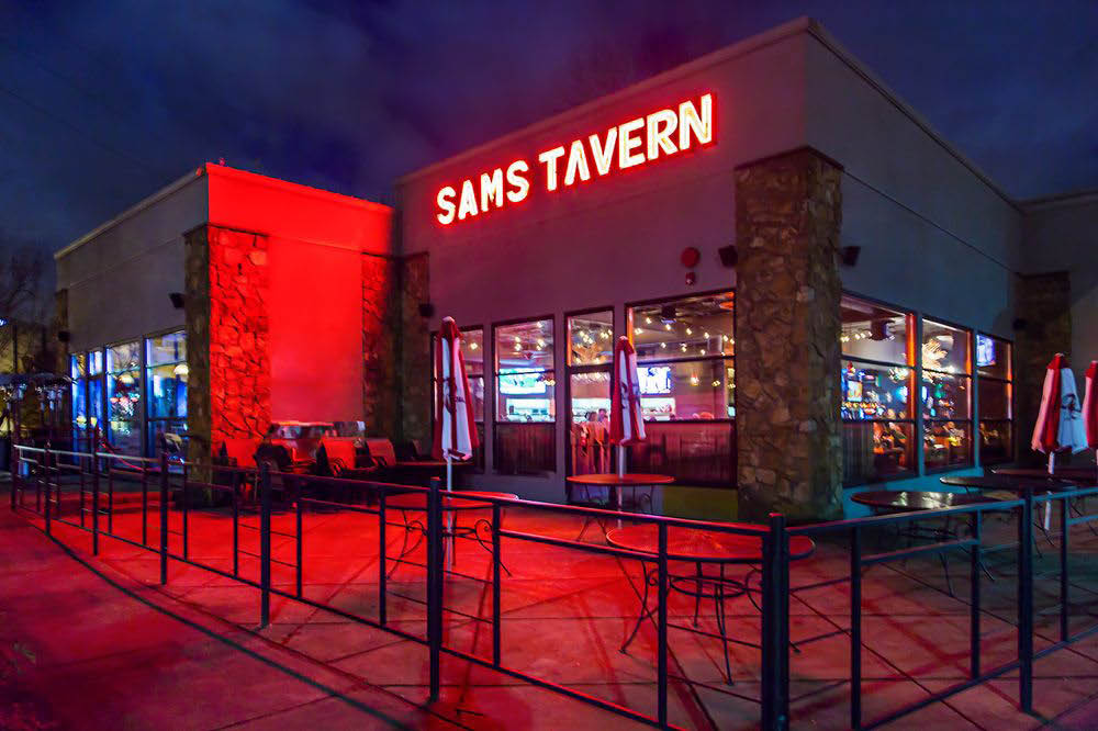 Outside Sam's Tavern in Redmond, Washington - Sam's Tavern exterior - Redmond restaurants - Redmond bars