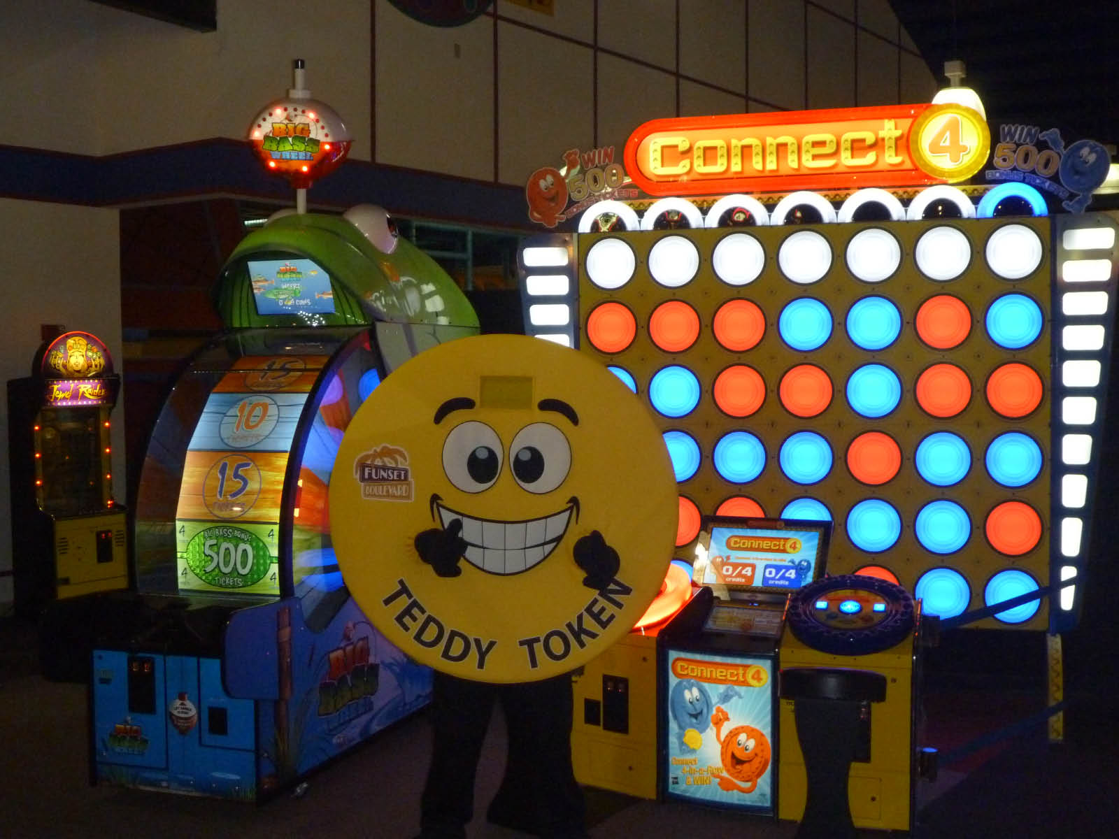 Appleton, Arcade, Batting Cages, Laser tag, bumper cars, mini golf, pizza, kids birthday parties