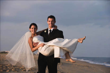 Los Angeles Park La Brea Cleaners provides Wedding Gown Preservation, Dry Cleaning, Drapery & Upholstery Cleaning & Alterations.