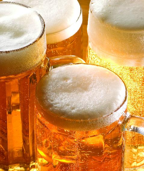 Ice cold beer served at Jemmas Slots.