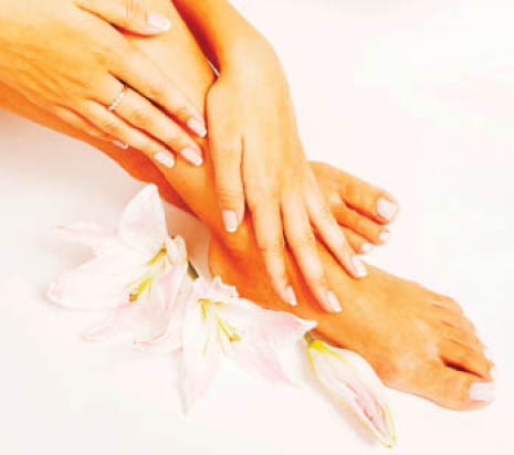 Waxing services to make legs smooth & soft