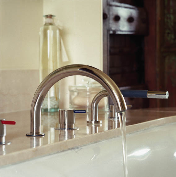 Angeles Plumbing installs new kitchen faucets