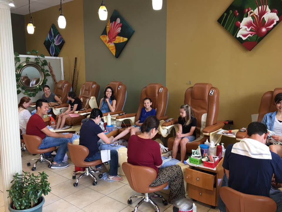 nail salons in kansas city, manicures in kansas city, pedicures in kansas city, mani pedi kansas city, facial threading kansas city, eyebrow threading kansas city, eyelash extensions kansas city, beauty salons in kansas city, acrylic nails, gel nails