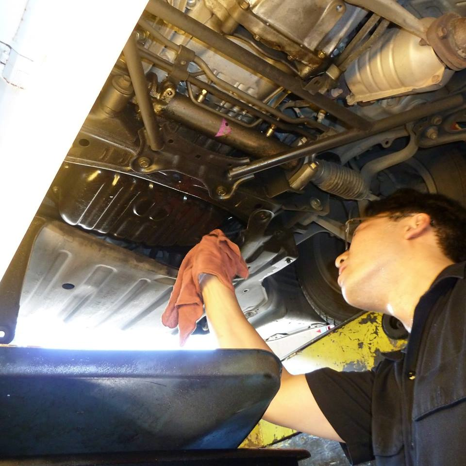 Auto technician performing an oil change at Pennzoil Redmond 10 Minute Oil Change - oil changes in Redmond, WA