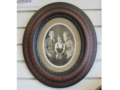 Oval photo or portrait frames