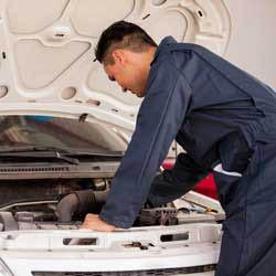Certified auto mechanics at Pit Stop Oil Change Center - Burien, Washington - Burien auto repair near me - Burien auto shops near me - auto repair coupons near me