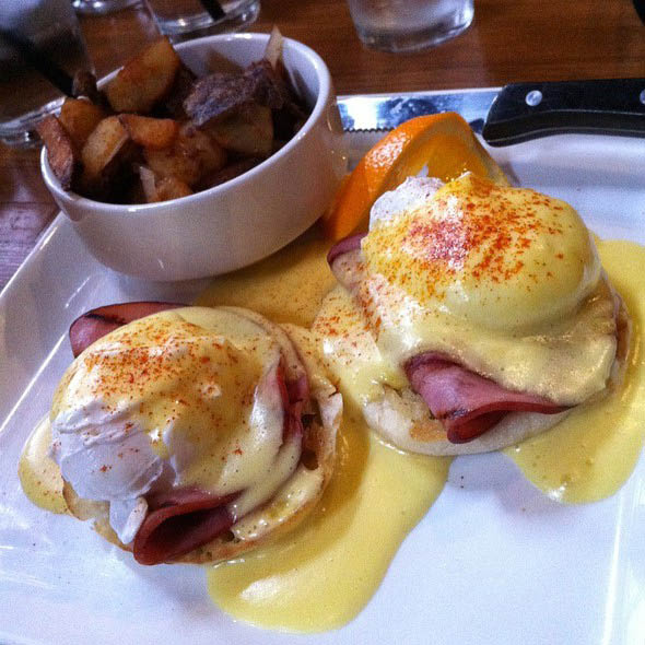Weekend Breakfast at Redmond's Bar & Grill - Redmond, Washington - Saturday and Sunday breakfast - Eggs Benedict