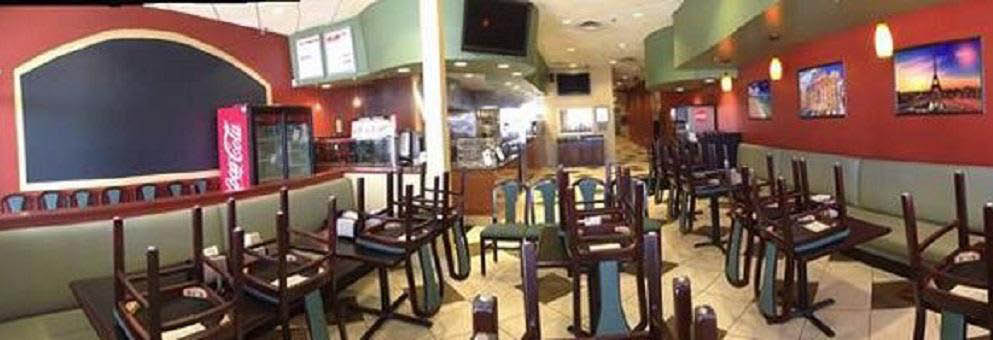 photo of interior of Renee's Gourmet Pizzeria in Troy, MI