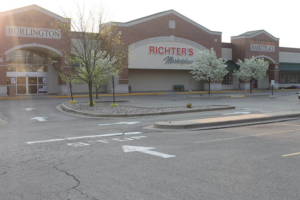 Front View Picture of Richter's Marketplace building in Burlington.