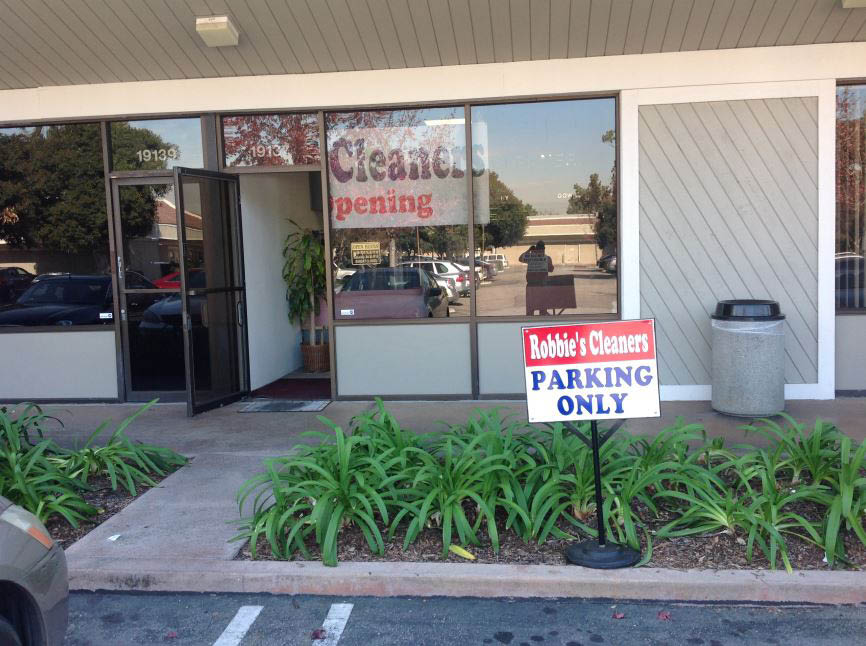 Exterior of Robbies Dry Cleaners in Long Beach CA