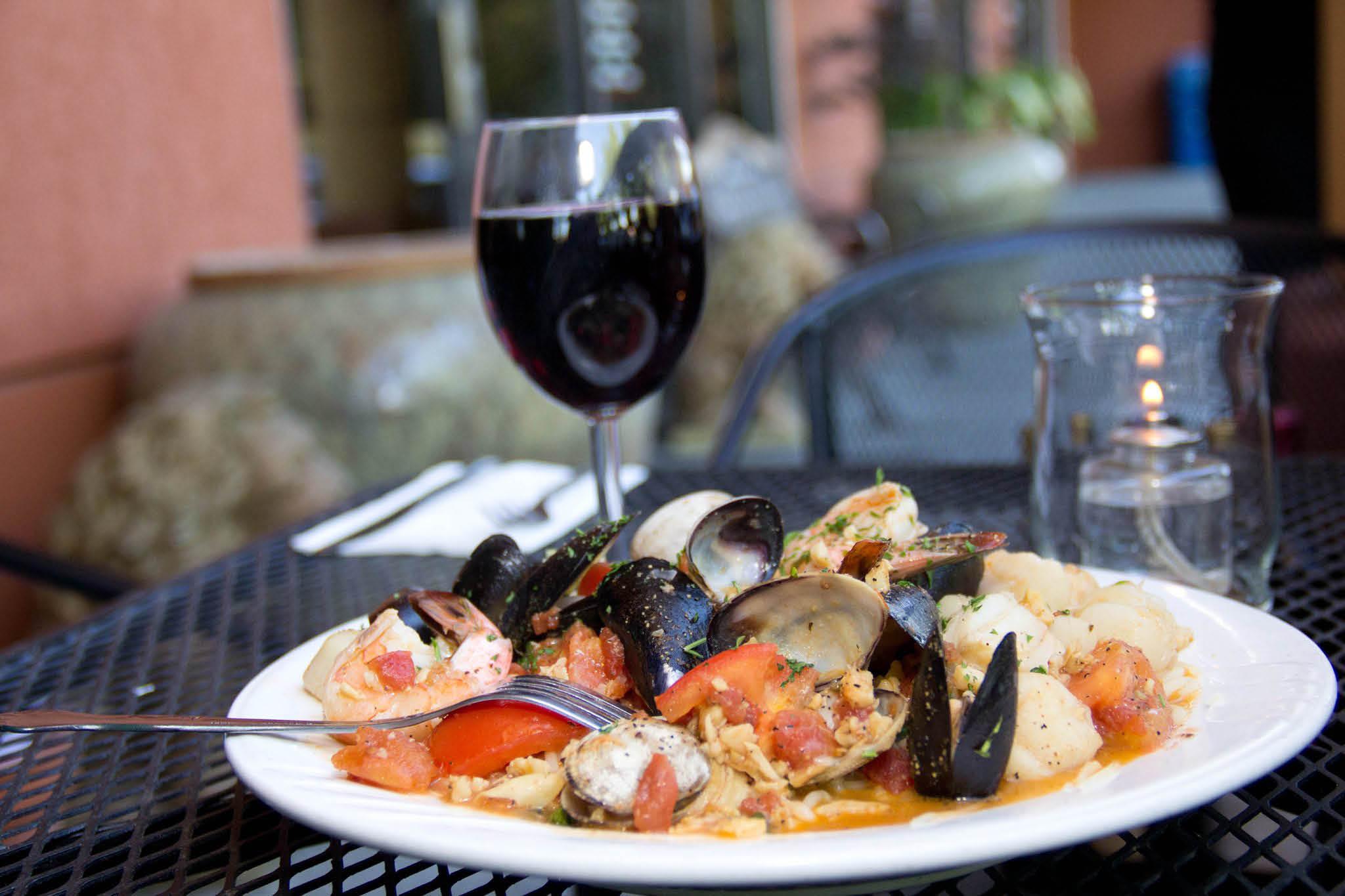 Romeo's Restaurant & Pizzeria - Edmonds, WA - Delicious seafood and wine