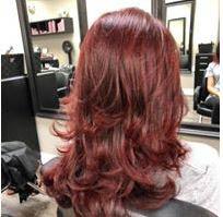 Wavy hair in a reddish tone