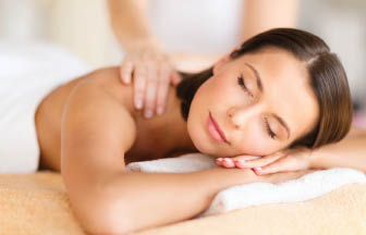 Get massage therapy at our nail salon near Oak Park and Des Plaines