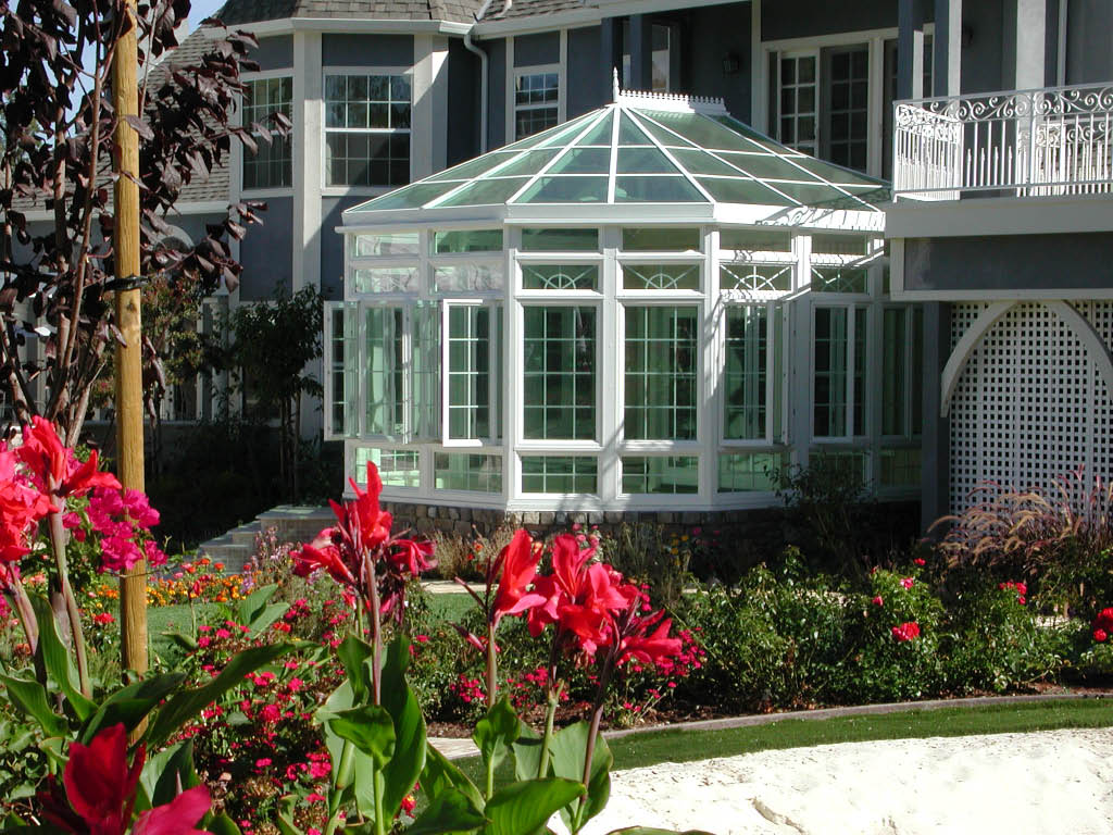 Exterior of a gorgeous sunroom installed by Seattle Patio Covers in Federal Way, Washington - sunroom contractors near me - build my sunroom - home improvement coupons near me