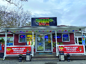 Smoker's Depot and Head Shop frontage in Mastic, NY