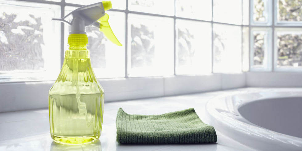 Sparkling House Cleaning - cleaning the bathroom - clean bathroom - maid services in Snohomish County