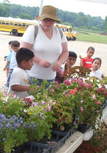 Kids learning about gardening and plants at Von Thun's in Monmouth Junction, NJ
