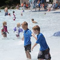 children swimming at the wading pool at Aquatic Park St. Louis Park