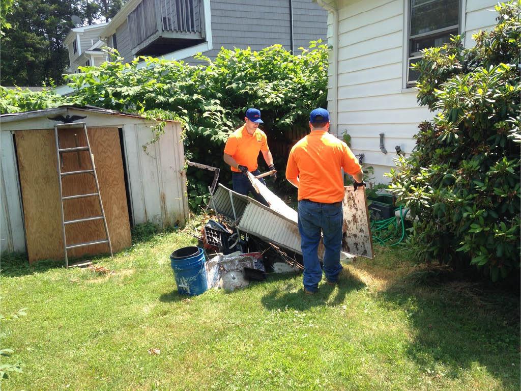 Stamford Junk Pros-NY & CT hauls yard debris