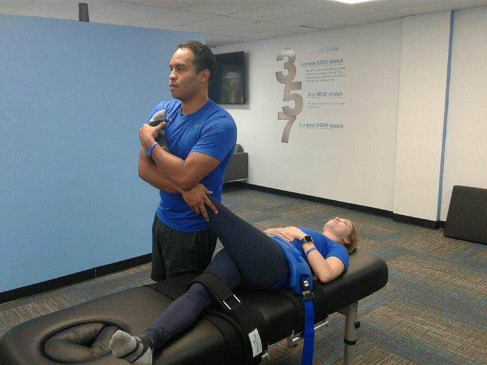 Practitioners working with stretch reflex on client