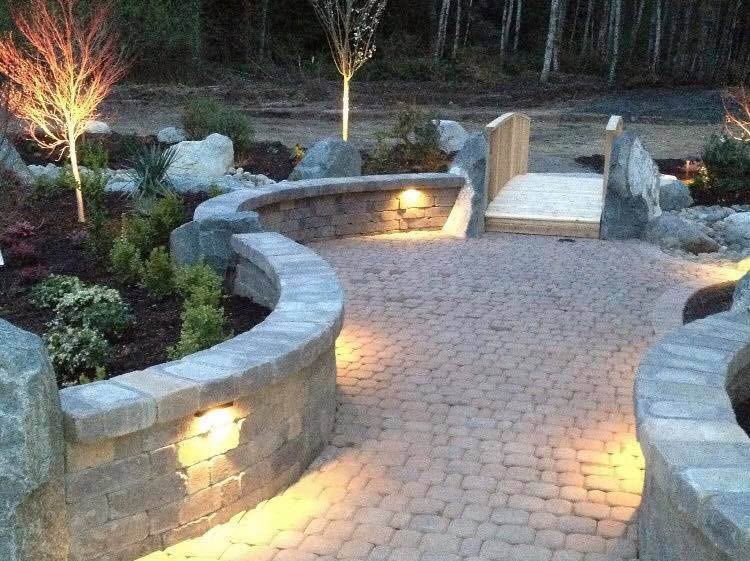 Gorgeous patio - gorgeous retaining walls and paving - Sunrise Landscaping & Tree Removal - Lacey, WA - Olympia, WA