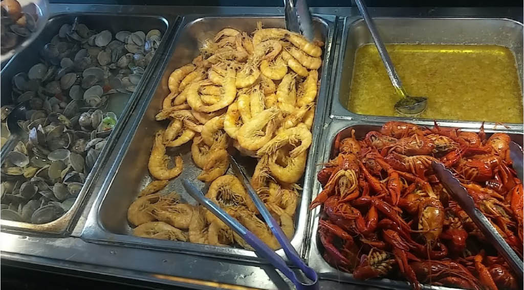 Large selection of seafood at Super Buffet Chinese buffet restaurant in Kent, Washington - lobster - oysters - crab legs - Chinese buffets near me - Chinese food in Kent - Chinese restaurants in Kent - Chinese dining near me