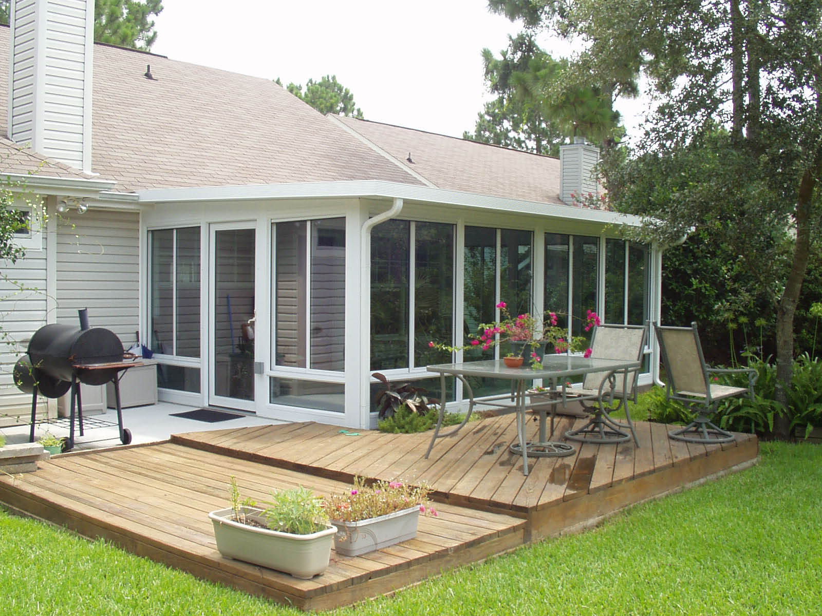 photo of TEMO porch enclosure from California Sunrooms in Sacramento, CA