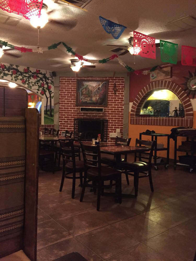 Taco's Jaliscos Mexican Restaurant, Live music on weekends