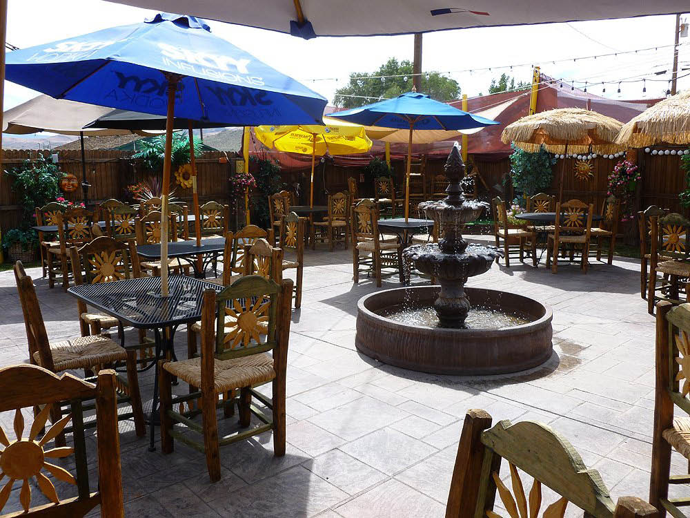 Taco's Jaliscos Patio, Live music