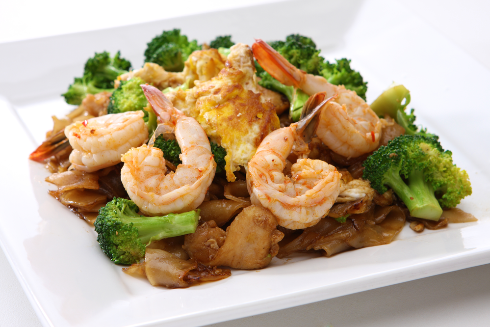 Shrimp and chicken mix with noodles and broccoli
