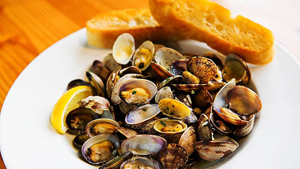 Enjoy a plate of oysters on Friday evenings at The Hub in Puyallup, Washington - Puyallup area restaurants - family friendly brewpub