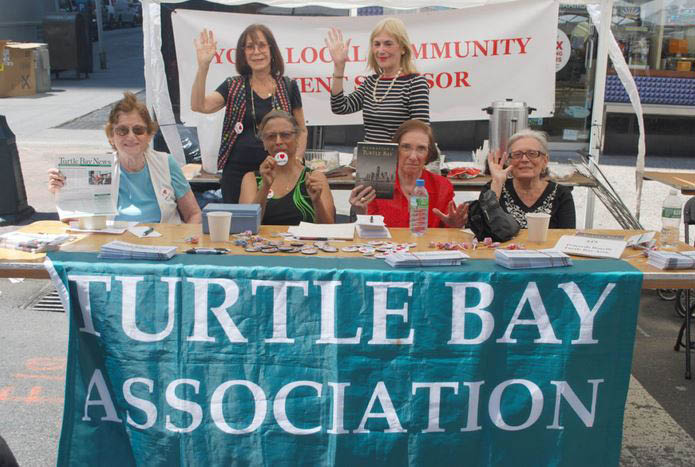 A group of Turtle Bay Association members