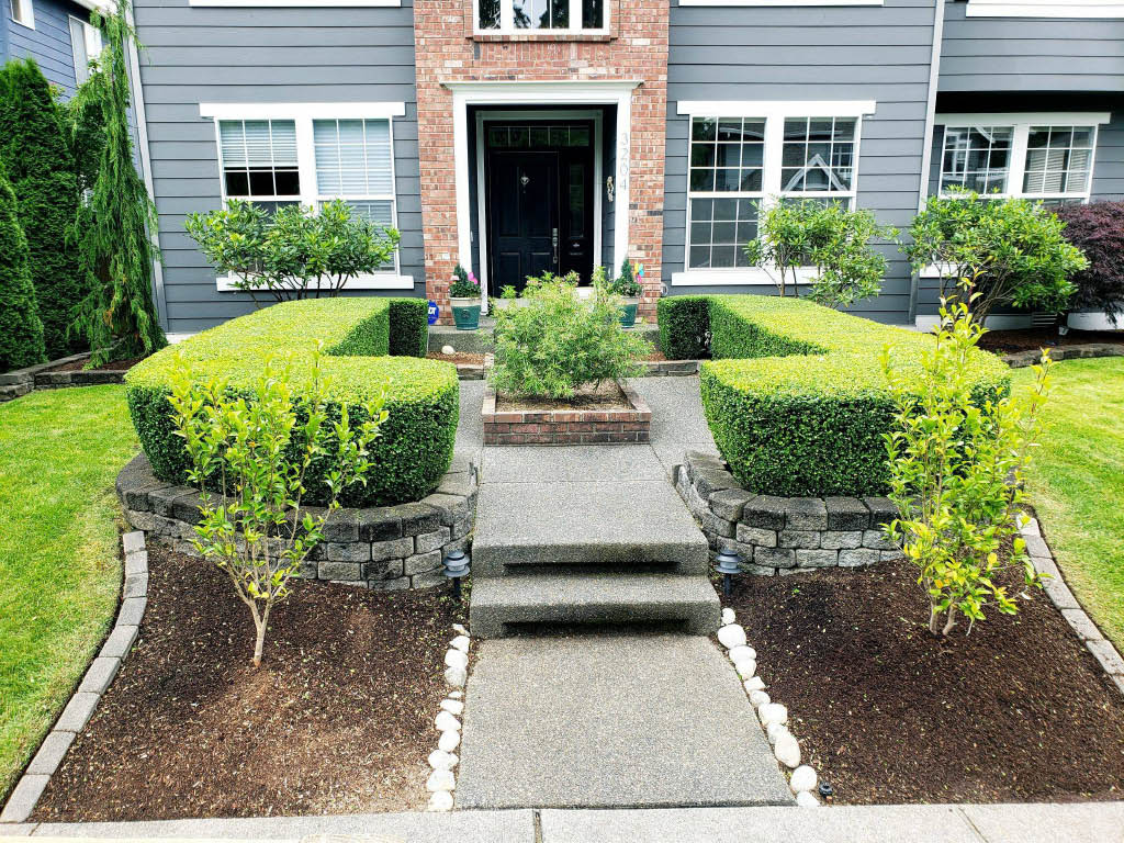 Gorgeous landscaping by Tyler's Lawn Salon in Everett, Washington - quality lawn care - year round lawn maintenance - seasonal lawn maintenance - professional landscapers near me - landscaping contractors near me