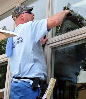 photo of window cleaner from Uncle Squeegee's Window Cleaning in Sterling Heights, MI