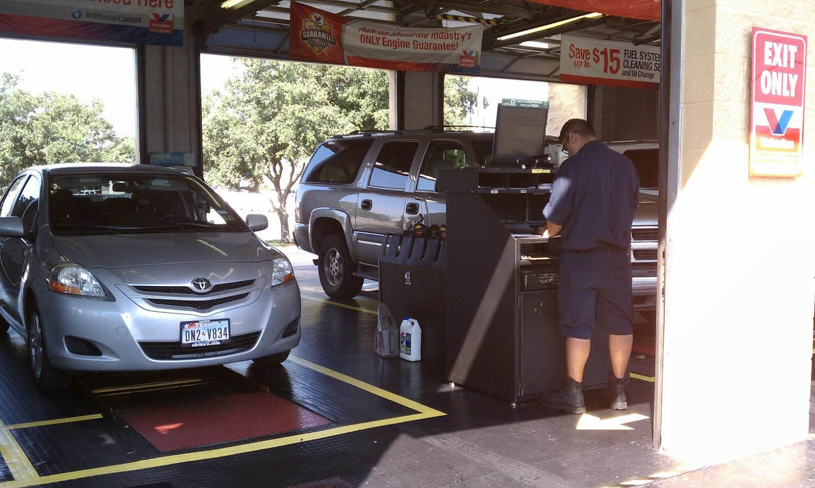 Valvoline-Instant-Oil-Change-San-Antonio-Coupon-Service-Bays
