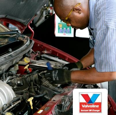 mechanic providing engine oil change in Potomac Falls, VA; Valvoline oil