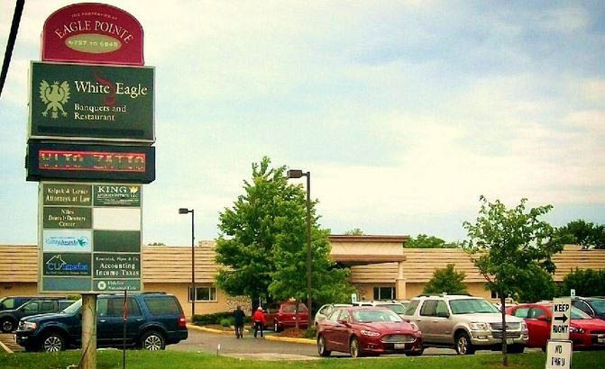 play the slots; gambling in Niles, IL; restaurants and bars in Des Plaines