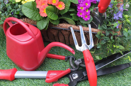 Wight's in Lynnwood, WA large selection of garden tools - tools for gardeners