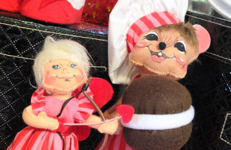 Wight's in Lynnwood, WA large selection of gifts for Valentine's Day