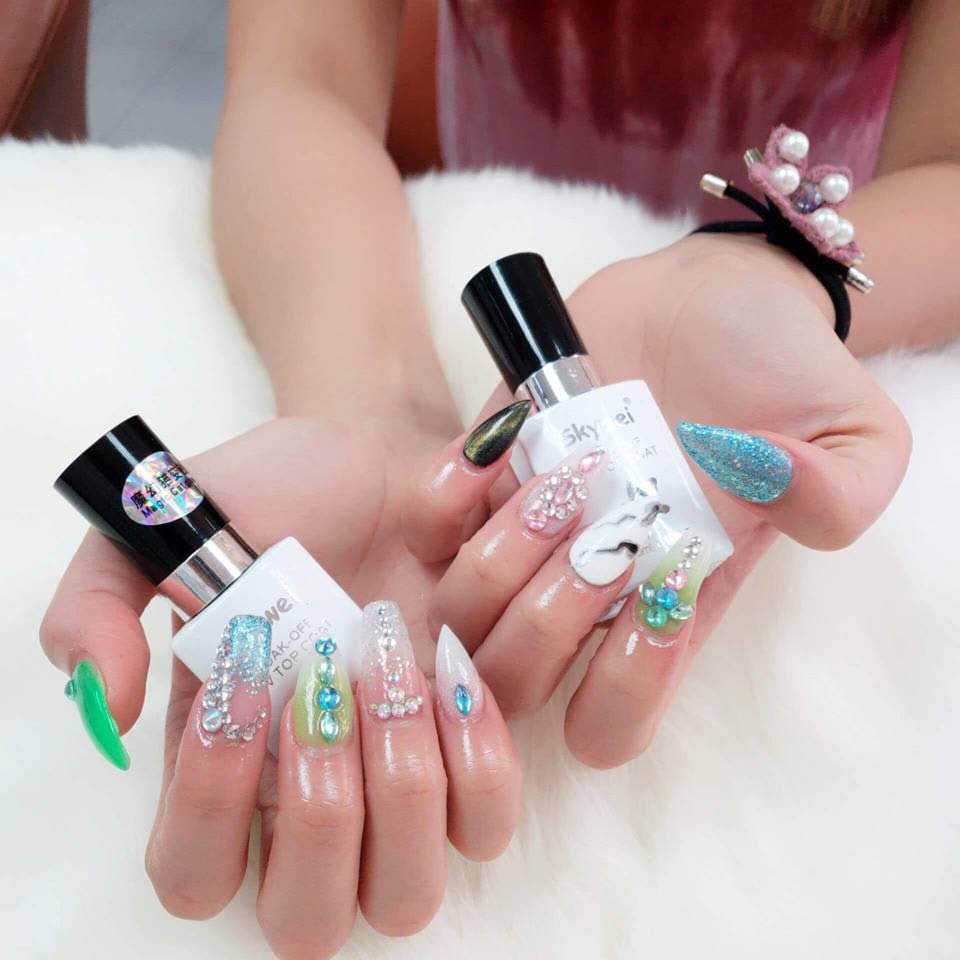 gel manicure in many colors; Coral Springs nail salons