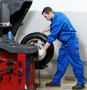 ASE Certified mechanics will work on your car or truck near Apponaug, RI