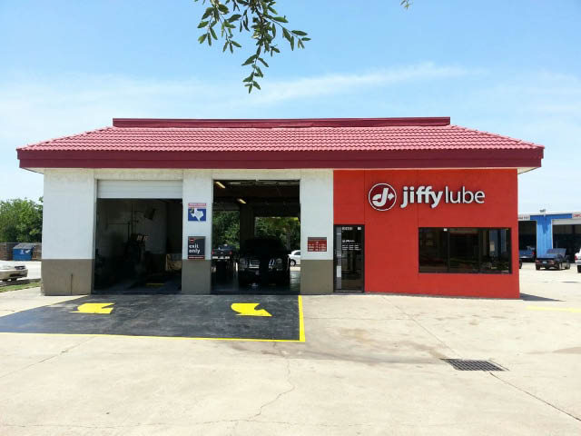 Jiffy Lube in Houston, TX provides affordable and fast oil change and auto maintenance services