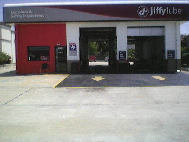 Your neighborhood Jiffy Lube car care and auto service center location on Memorial Drive in Houston, TX