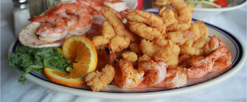 seafood platter; fried shrimp; crab claws; onion rings