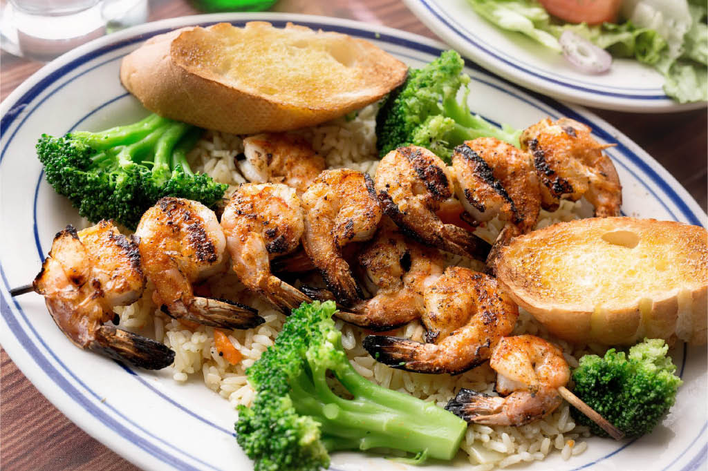shrimp kabob; fresh vegetables; garlic bread; seafood restaurant