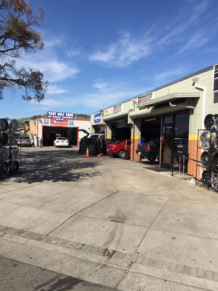 Entrance to Bayfair Smog Check in San Leandro, CA