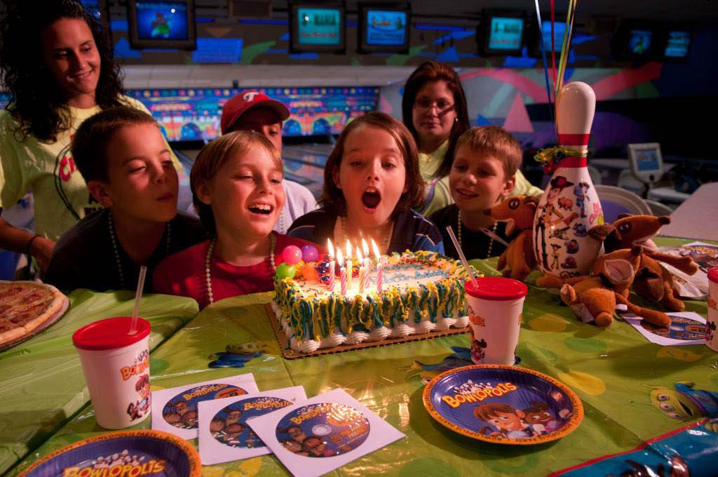 Bowling-Birthday-Parties